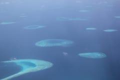 Muchas islas en el océano son hermosas fotos de archivo