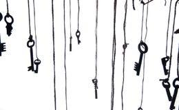 Muchas llaves rústicas que cuelgan en secuencia Foco selectivo Aislado Imagen de archivo