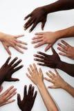 Muchas manos de las personas de varias nacionalidades Imagen de archivo