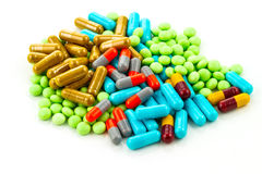 Muchas medicinas coloridas en el fondo blanco Foto de archivo