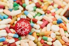 Muchas medicinas coloridas para la Navidad foto de archivo