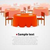 Muchas mesas redondas con el mantel y dos sillas Fotografía de archivo libre de regalías