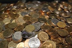 Muchas monedas imágenes de archivo libres de regalías