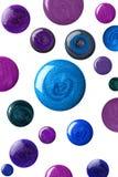 Muchas muestras redondas de esmalte de uñas Imágenes de archivo libres de regalías