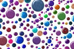 Muchas muestras redondas de esmalte de uñas Imagenes de archivo