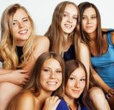 Muchas novias que abrazan la celebración en blanco Fotos de archivo