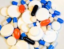 Muchas píldoras (tabletas) y medicinas Imagen de archivo