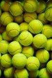 Muchas pelotas de tenis Imagen de archivo libre de regalías