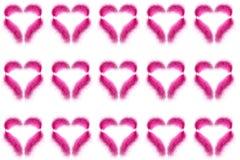 Muchas plumas del rosa bajo la forma de corazón del ` s de la tarjeta del día de San Valentín en un fondo blanco fotos de archivo libres de regalías