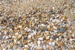 Muchas rocas en la orilla de la isla de Thassos imagenes de archivo