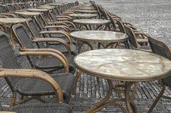 Muchas sillas de mimbre en la calle Fotografía de archivo libre de regalías