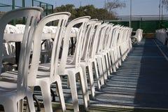 Muchas sillas en el festival fotografía de archivo