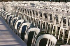 Muchas sillas en el festival fotografía de archivo libre de regalías