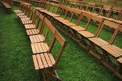 Muchas sillas plegables en el parque en la ciudad Rotterdam imagen de archivo libre de regalías