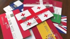 Muchas tarjetas de crédito con diversas banderas, acentuaron la tarjeta de banco con la bandera de Georgia almacen de video