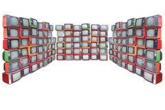 Muchas televisiones viejas del vintage llenan para arriba aislado en el backgroun blanco Imagen de archivo libre de regalías