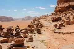 Muchas torres de piedra en el desierto Wadi Rum, Jordania imagen de archivo libre de regalías