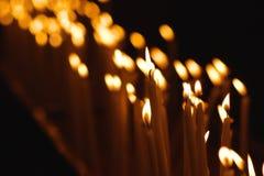 Muchas velas en una fila Fotos de archivo