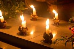 Muchas velas encendidas en Día de Todos los Santos Imágenes de archivo libres de regalías