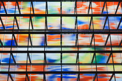 Muchas ventanas coloreadas dentro de un edificio moderno Imágenes de archivo libres de regalías