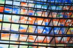 Muchas ventanas coloreadas dentro de un edificio moderno Fotos de archivo libres de regalías