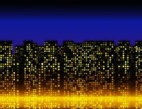 Muchas ventanas iluminadas del casas en la noche Imágenes de archivo libres de regalías