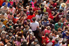 Muchedumbre asiática de la gente en el festival del songkran Imagen de archivo libre de regalías