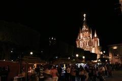 Muchedumbre cerca de la parroquia del ngel del ¡de San Miguel Arcà foto de archivo libre de regalías