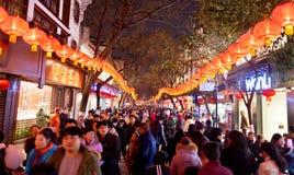 Muchedumbre china de la calle comercial del Año Nuevo Foto de archivo libre de regalías
