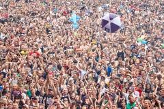 Muchedumbre de aplauso en la 23ro ceremonia de inauguración de Polonia del festival de Woodstock Foto de archivo