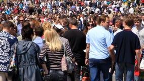 Muchedumbre de gente almacen de metraje de vídeo