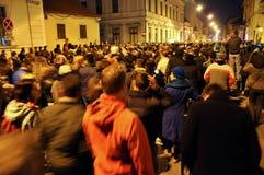 Muchedumbre de gente durante una protesta de la calle Imágenes de archivo libres de regalías