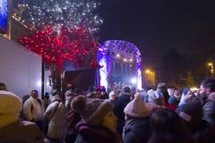 Muchedumbre de gente en el christkindlmarkt por Noche Vieja 2015-2016 Imagen de archivo libre de regalías