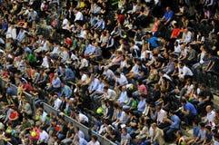Muchedumbre de gente en un partido del tenis Imagenes de archivo