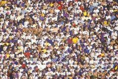 Muchedumbre de gente multicultural en el Rose-Tazón de fuente foto de archivo