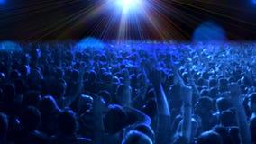 Muchedumbre de gente que baila en el concierto almacen de video
