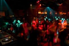 Muchedumbre de la danza del club nocturno Foto de archivo