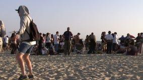 Muchedumbre de la puesta del sol de Venecia almacen de metraje de vídeo