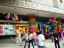 Muchedumbre de las compras Foto de archivo libre de regalías