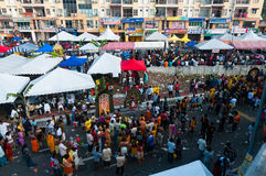 Muchedumbre de Thaipusam Fotos de archivo libres de regalías