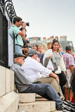 Muchedumbre de turistas en las escaleras cerca de Sacre Coeur Fotografía de archivo libre de regalías