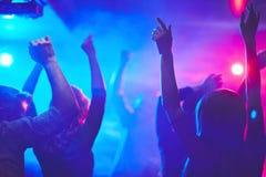 Muchedumbre del baile imagen de archivo