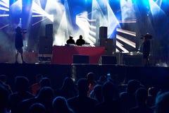 Muchedumbre del concierto de Techno Imagen de archivo libre de regalías