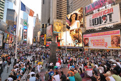 Muchedumbre del Times Square Imágenes de archivo libres de regalías
