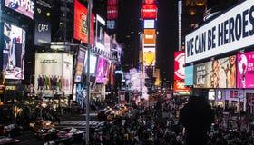 Muchedumbre del Times Square de Nueva York Manhattan fotografía de archivo libre de regalías
