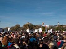 Muchedumbre durante la reunión para restablecer cordura y/o miedo Foto de archivo