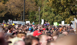 Muchedumbre durante la reunión para restablecer cordura y/o miedo Fotografía de archivo
