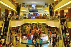 Muchedumbre en centro comercial Fotos de archivo