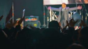 Muchedumbre en concierto de rock almacen de video