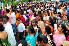 Muchedumbre en la ceremonia de inauguración india del templo Imagen de archivo
